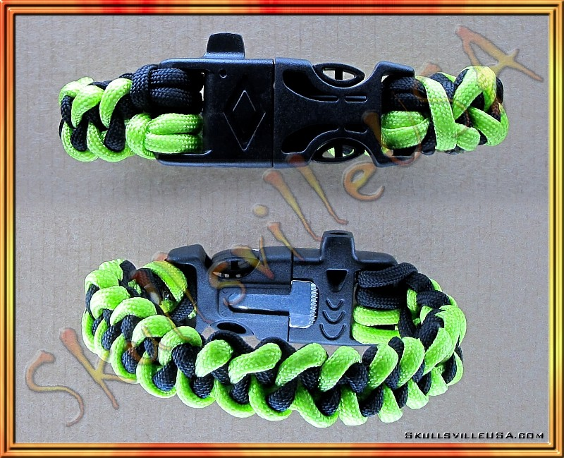 paracord bracelet with fire started buckle